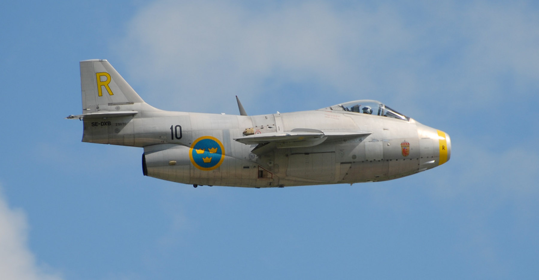 http://fly.historicwings.com/wp-content/uploads/2012/10/HighFlight-Draken3.jpg