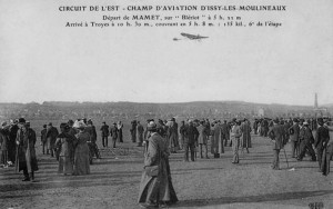 Mamet departs on the first leg, flying his Blériot.