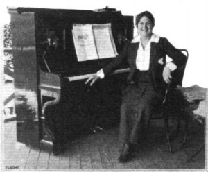 Miss Murray, who gained so much popularity by her playing and singing at the Hendon Aerodrome. -- Photo and Caption from Flight, August 7, 1914